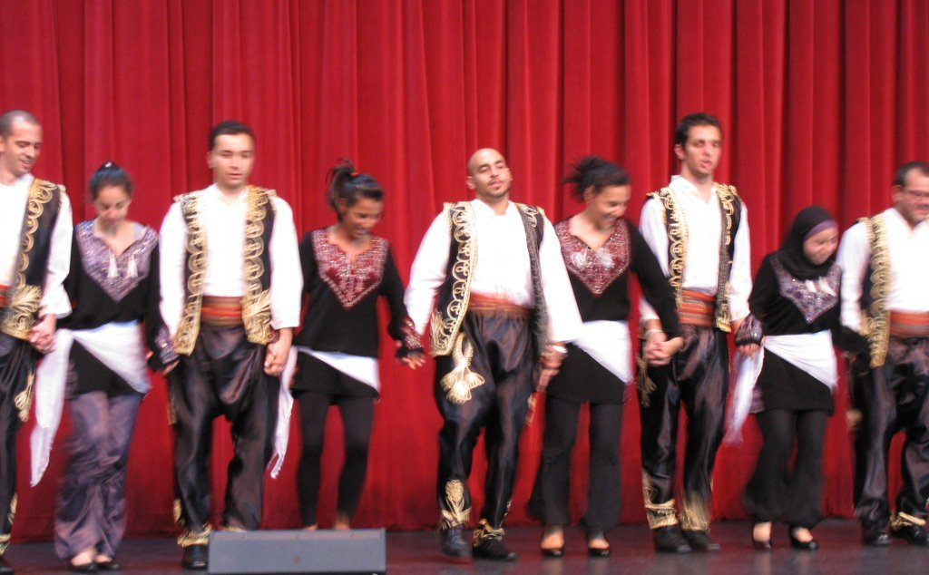how to dance dabke essay Hey everyone, would you like to go into the world of the tradtional dance used in the arab i will be talking about how to dance my traditional lebanese dance dabke commonly practices in.